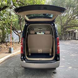 2020 Hyundai Grand Starex gold for rent rear door open