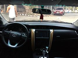 SUV 2017 Toyota Fotuner dashboard view