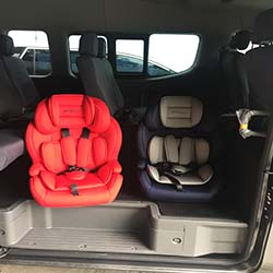 babies car seat in the van dual
