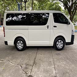 toyota hi-ace commuter right side view